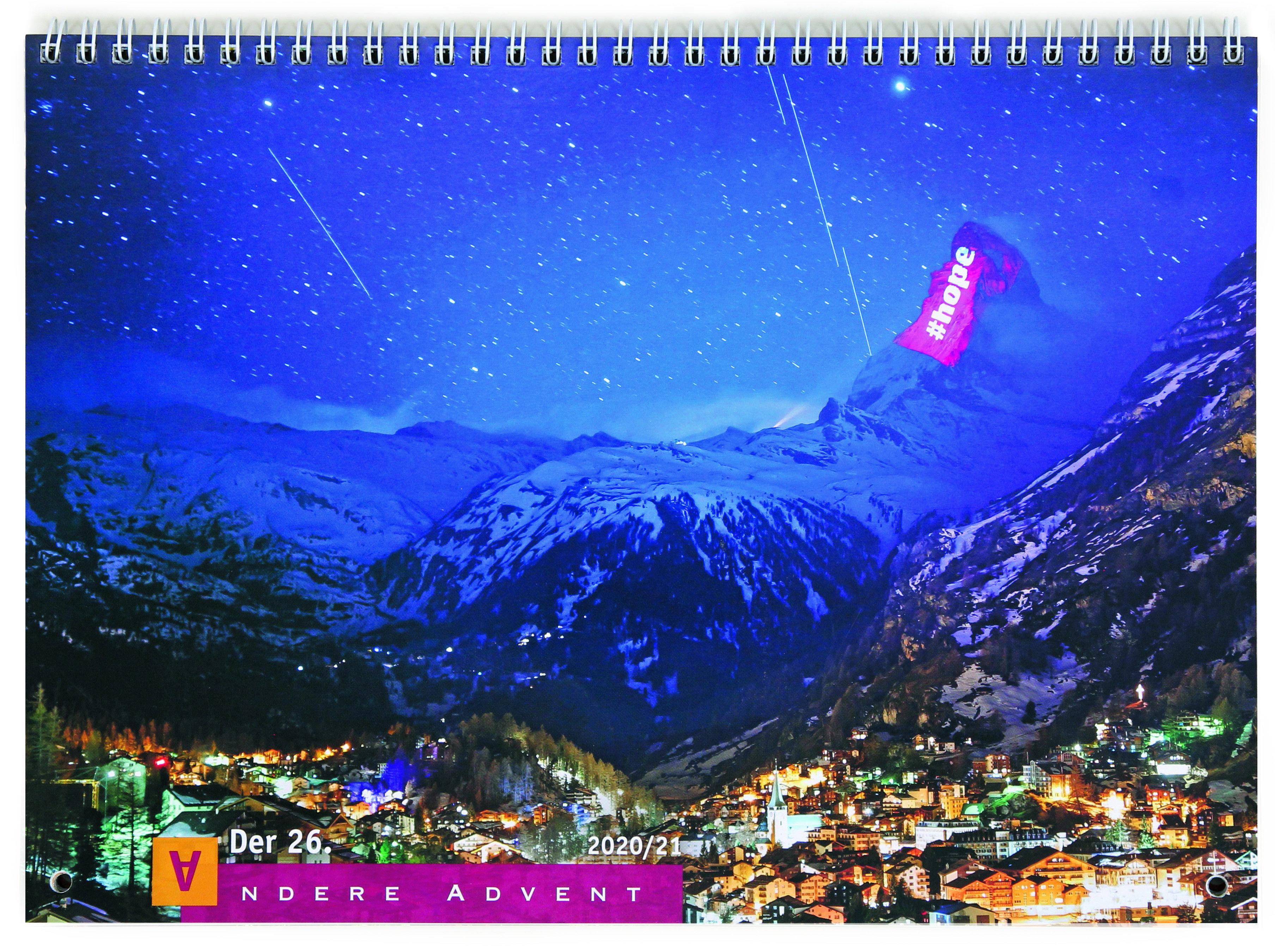 Der Titel des Anderen Advent 2020 zeigt den nächtlichen Blick auf das Matterhorn, auf dessen Spitze #hope projiziert ist.