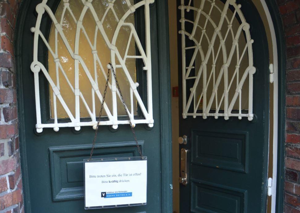 Die Tür zum Vereinssitz mit den Initialen A und Z